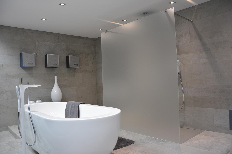 quelle paroi fixe choisir pour ma douche italienne induscabel salle de bains chauffage et. Black Bedroom Furniture Sets. Home Design Ideas