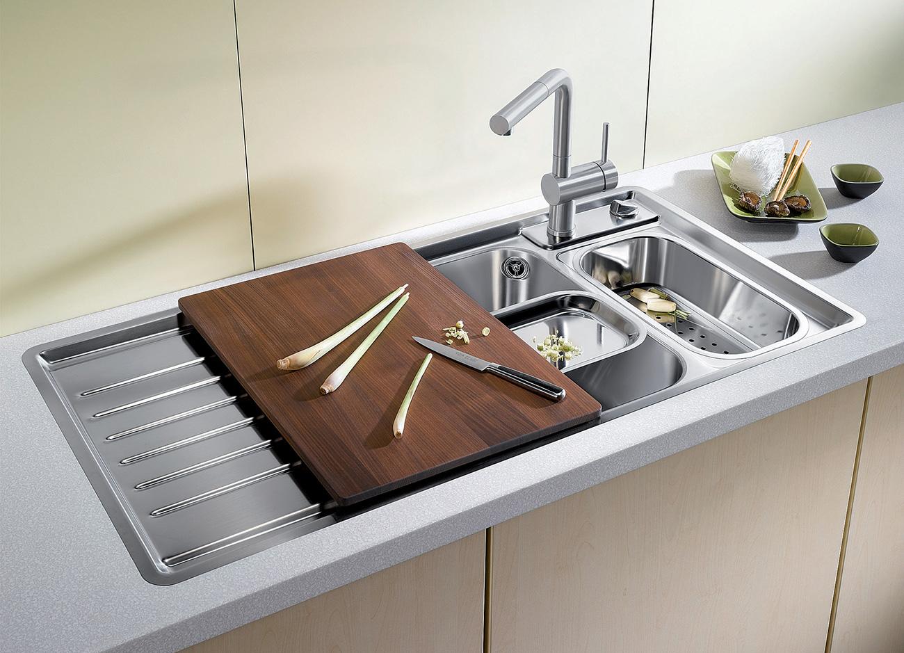 Évier de cuisine en inox et ses accessoires de BLANCO