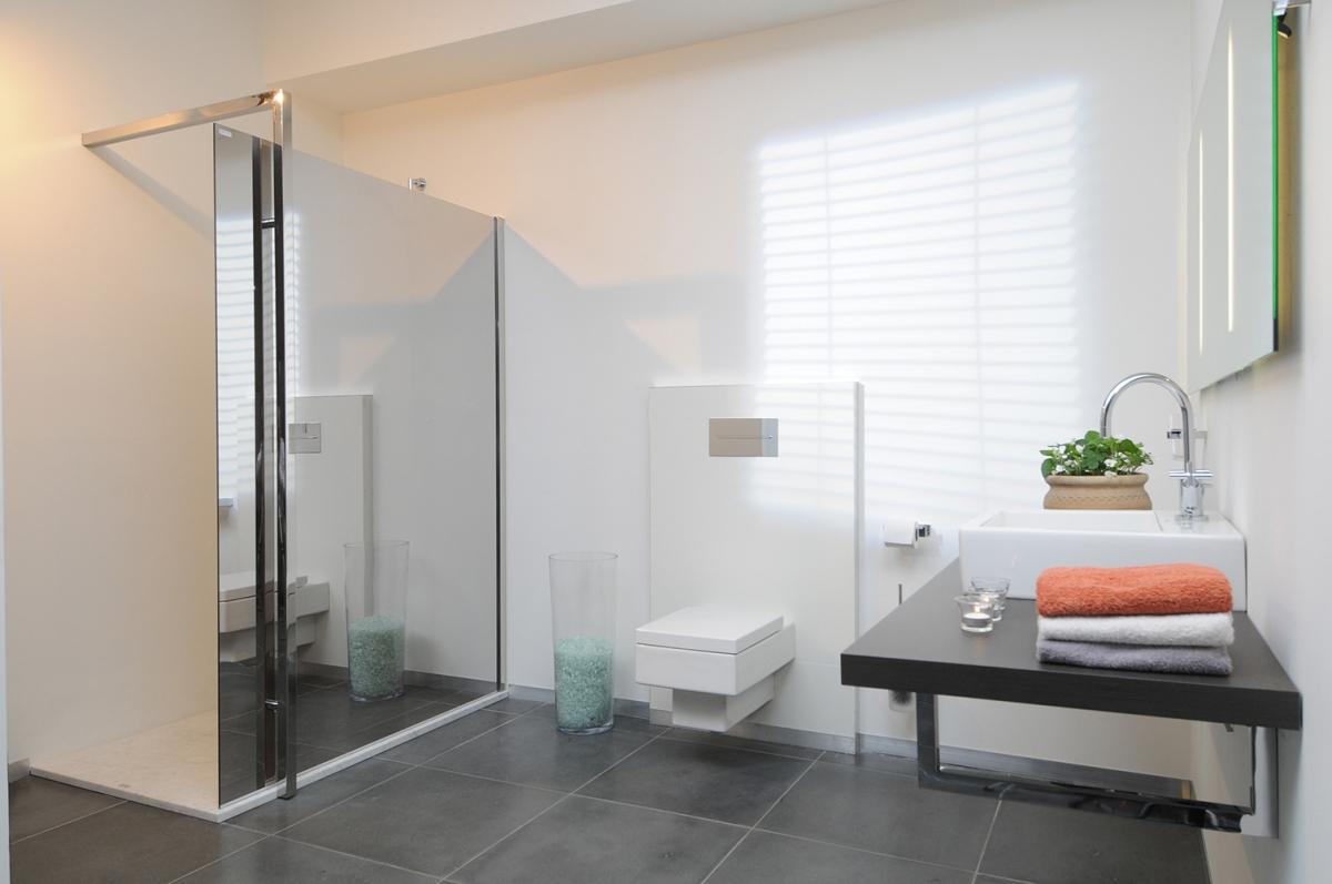 Paroi de douche styleconcept aquaconcept induscabel salle de bains chauffage et cuisine - Indus badkamer ...