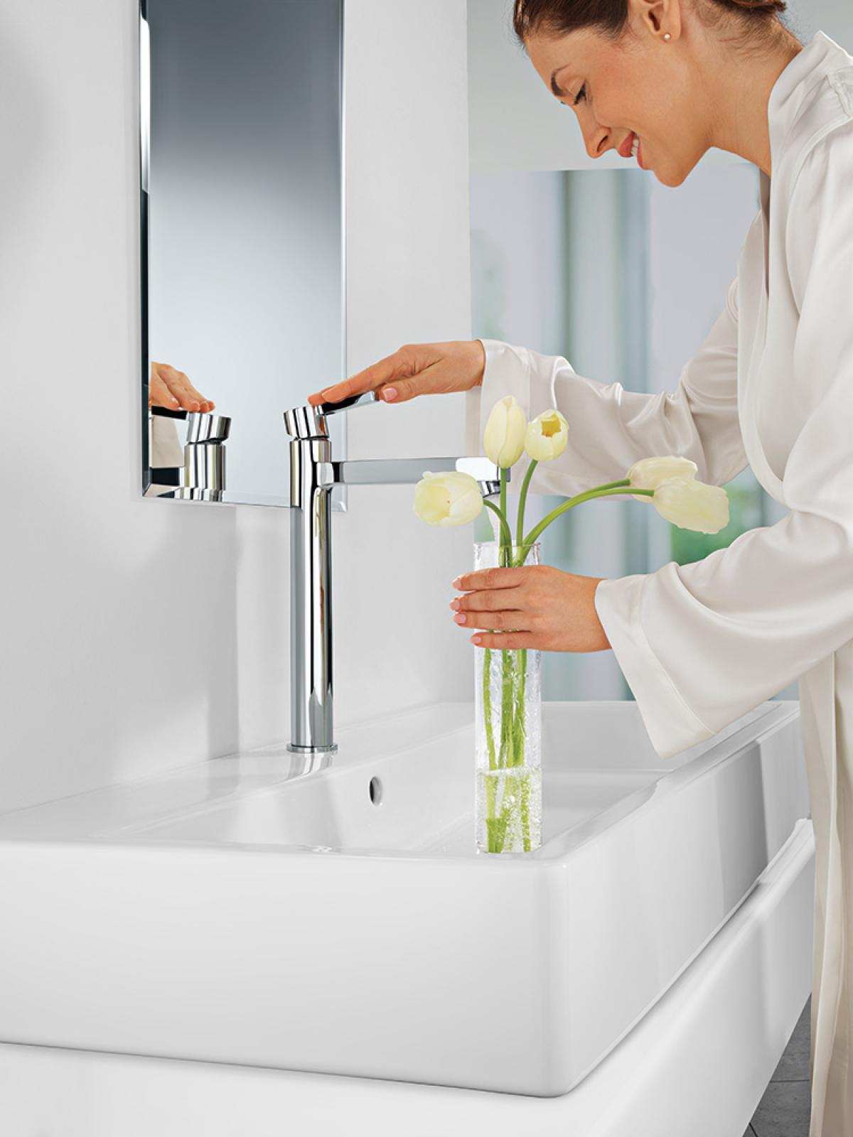 mitigeur lavabo sur lev lineare grohe induscabel. Black Bedroom Furniture Sets. Home Design Ideas