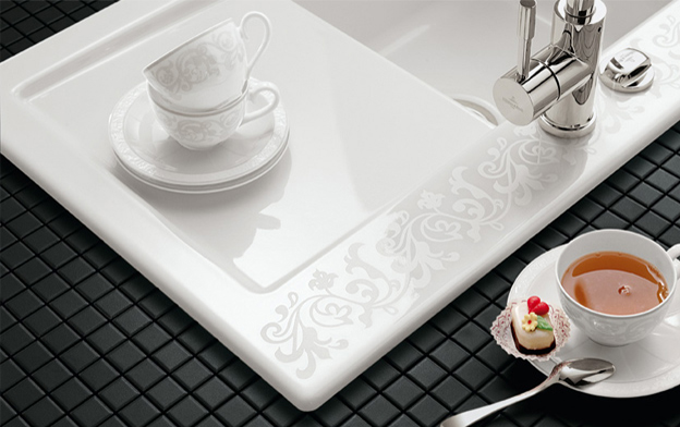 Évier de cuisine en céramique avec détails de décoration White Pearl de VILLEROY & BOCH